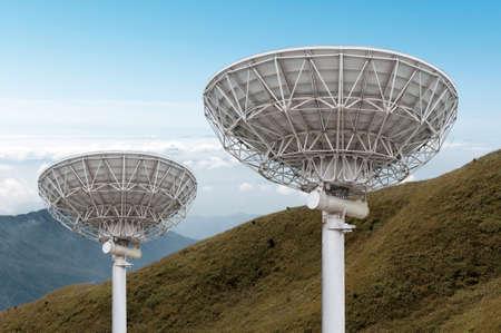 satellite dish antennas under sky Reklamní fotografie