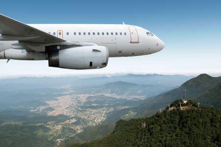 Passenger airliner flight in the blue sky Reklamní fotografie - 41425229