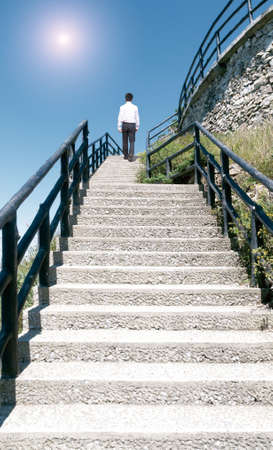 businessman walking near ladder in sky Reklamní fotografie - 41427346