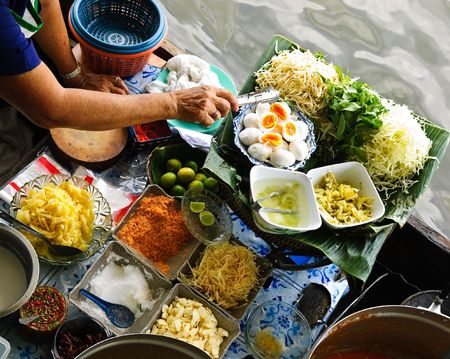 thai noodle: traditional floating market in Bangkok, Thailand Stock Photo