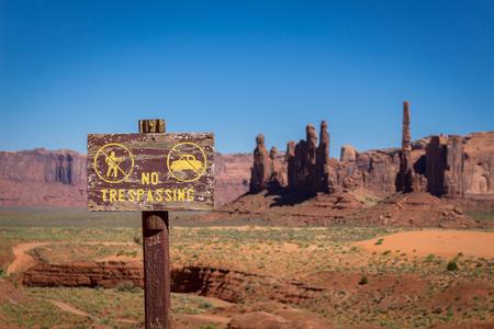 prohibido el paso: No hay señal de invasión en el desierto
