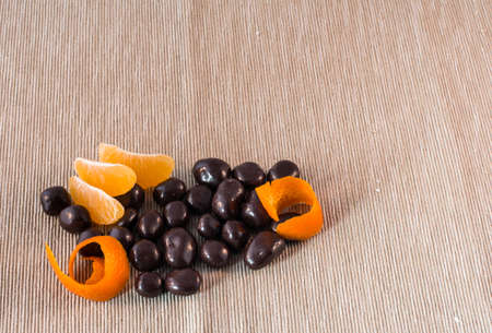 orange peel clove: praline di cioccolato con arancio