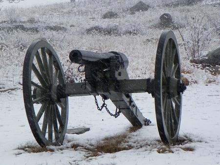 gettysburg battlefield: cannon on gettysburg battlefield in the snow