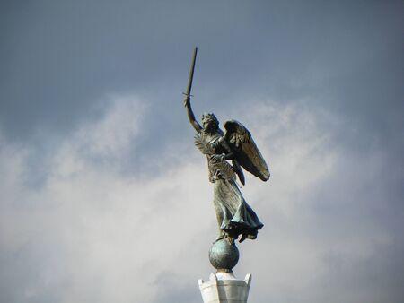 gettysburg battlefield: statue on top of a monument in gettysburg