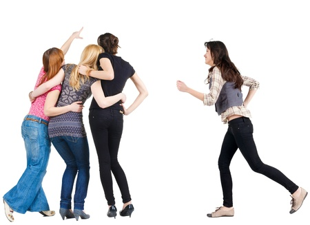 grupo de personas: Vista posterior del grupo se�alando muchacha mujer joven se apresura a reunirse con los amigos Vista trasera Vista trasera gente colecci�n de persona aislada sobre fondo blanco