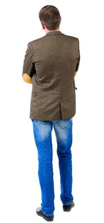espalda: Vista trasera del hombre de negocios en la chaqueta con parches en las mangas. mirando hacia el futuro de ti mismo. Aislado sobre fondo blanco. De pie chico joven en pantalones vaqueros y chaqueta. Vista posterior recogida de las personas. backside vista de la persona. Foto de archivo