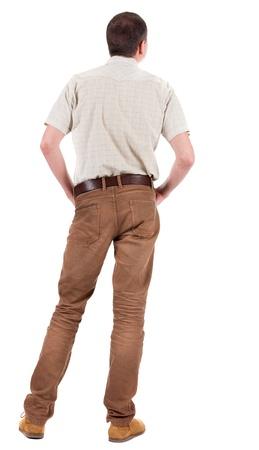 Vue arrière du bel homme en chemise looking up. Permanent jeune homme en jeans et une veste. Vue arrière gens collection. vue arrière de sa personne. Isolé sur fond blanc.