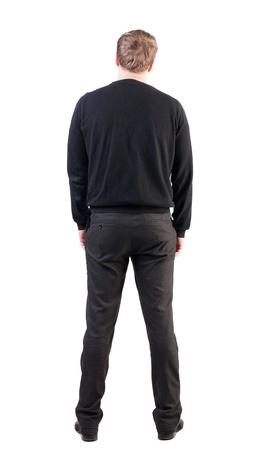 Vista posteriore di uomo d'affari guarda avanti. Giovane ragazzo in maglione guardare. Posteriore collezione vista le persone. vista posteriore della persona. Isolato su sfondo bianco. lavoratore di ufficio con le mani verso il basso guarda avanti