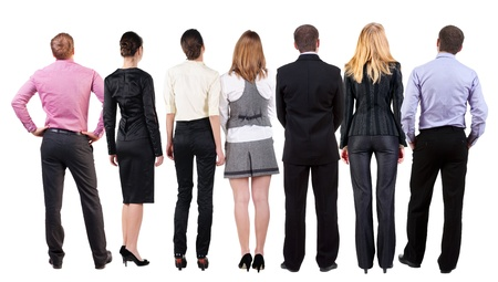 espalda: Vista posterior del equipo de negocios mira la pared. Gente de negocios trabajo en equipo en busca de algo. Vista posterior recogida de las personas. trasero vista de la persona. Aislado sobre fondo blanco.