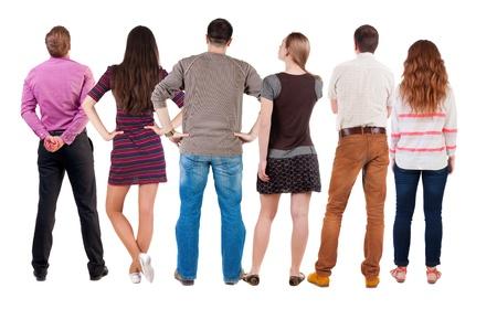 espalda: Vista posterior del grupo de personas que buscan. Equipo Vista posterior recogida de las personas. trasero vista de la persona. Aislado sobre fondo blanco. Foto de archivo
