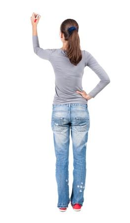 belle brunette: Vue arrière de la rédaction de la belle femme brune. Jeune fille en jeans dessine. Vue arrière des gens de collecte. vue arrière de la personne. Isolé sur fond blanc. Banque d'images