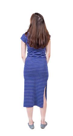 personas de espalda: Vista posterior del pie mujer joven y bella. niña viendo. Vista posterior recogida de las personas. trasero vista de la persona. Aislado sobre fondo blanco. Una niña en un vestido largo azul mira hacia arriba.