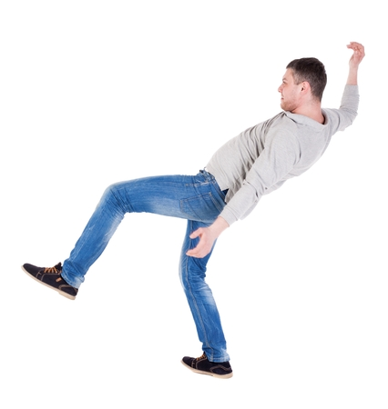 hombre cayendo: Visión posterior saldos hombre agitando los brazos. Vista posterior recogida de las personas. trasero vista de la persona. Aislado sobre fondo blanco. el hombre que cae equilibrio sobre una pierna.