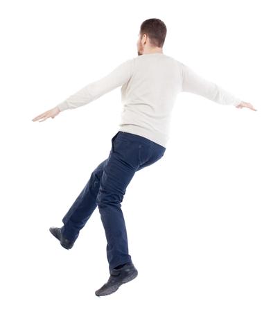 hombre cayendo: Equilibrio joven. o esquivar el hombre que cae. hombre de la barba en un suéter blanco cálido cubre los ojos .... Foto de archivo