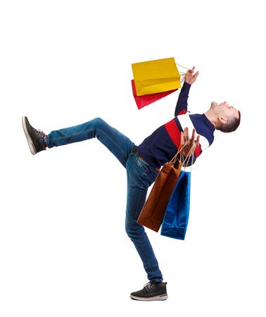 Homme tombant avec des sacs à provisions. Mec en mouvement. vue arrière de la personne. Collection de personnes vue arrière. Isolé sur fond blanc. Un gars élégant avec un cri tombe sur le dos. Banque d'images