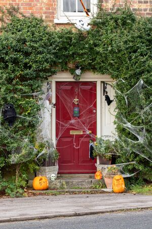 08/05/2019 Portsmouth, Hampshire, UK the front of an English cottage decorated for Halloween with pumpkins and cob webs Imagens