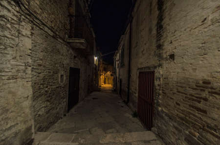 Characteristic alley of the old town in Southern Italy Imagens