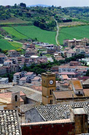 periferia: Vista citt� con centri, periferie e campagna Pietraperzia, Sicilia, Italia