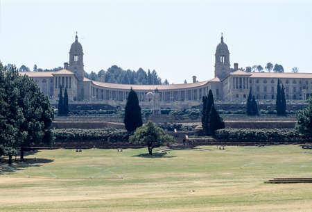 Vue de face ou partie principale des bâtiments de l'Union, siège officiel du gouvernement sud-africain. Pretoria, Afrique du Sud. Banque d'images - 98960381