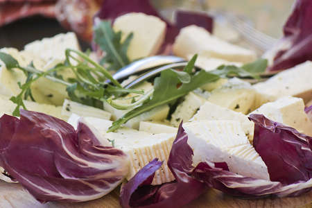 annealed: salad with cheese