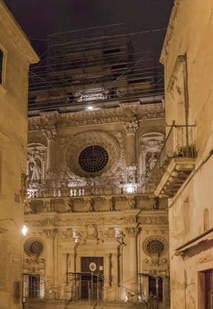 basilique sainte cruz Lecce par nuit photo