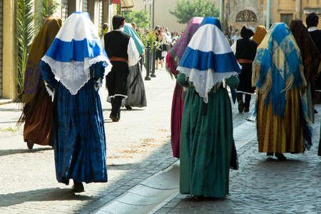 wedding parade: Selargius - Matrimonio selargino 2012 - Costume Gruppo folk di Gonnesa