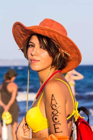 QUARTU SE, ITALY - JULY 30, 2017: Cosplay Beach party at the Altamarea kiosk at promenade Poetto -Sardegna 新聞圖片
