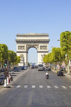 champs elysees quarter: PARIS, FRANCE - SEPTEMBER 9  The Champs-Élysées and the Arc de Triomphe, on September 09, 2012 in Paris, France  The most famous avenue of Paris has 1910m and is full of stores, cafés and restaurants