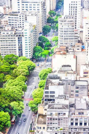 turismo ecologico: Vista de los edificios y las zonas verdes en Sao Paulo, Brasil Foto de archivo