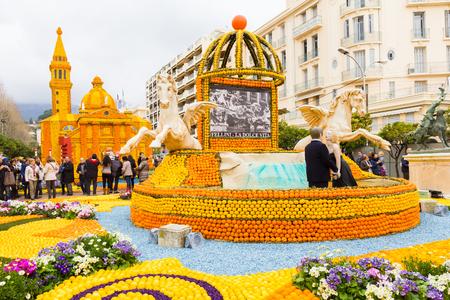 Art fait de citrons et d'oranges dans le célèbre carnaval de Menton, France. Fête du Citron. Banque d'images - 55921799