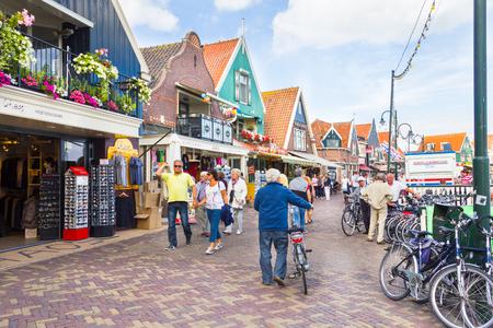 volendam: Tourists walking down the streets in Volendam, Netherlands