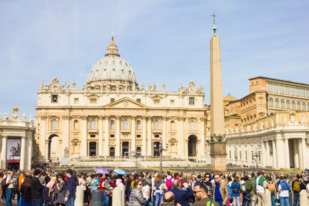 st  peter's square: People in front of the St. Peters Square, Vatican