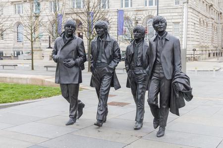 リバプール ウォーター フロント、イギリスでビートルズの銅像