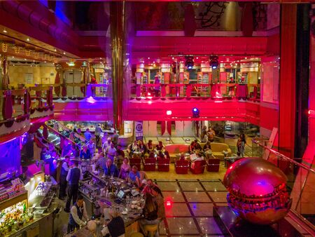 Bar in the hall of of cruise ship 版權商用圖片 - 133324246