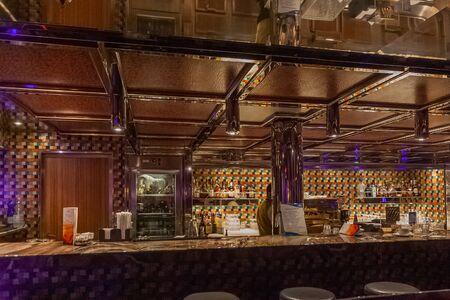 Interior bar of a cruise ship 版權商用圖片 - 133324427