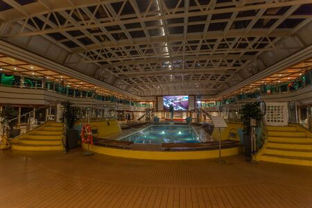 Night view of indoor pool of a cruise ship 版權商用圖片 - 133324431