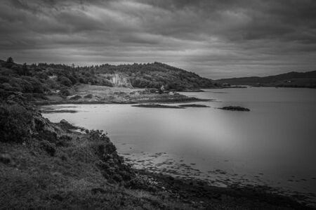 Black and white panorama of the bay of Dunvegan loch with Dunvegan castle Stock fotó