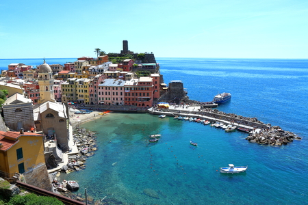 Vernazza, Italy - May 16th, 2017: view of Vernazza, one of five famous centuries-old colorful villages of Cinque Terre National Park in Liguria, region of Italy. Фото со стока - 115792605