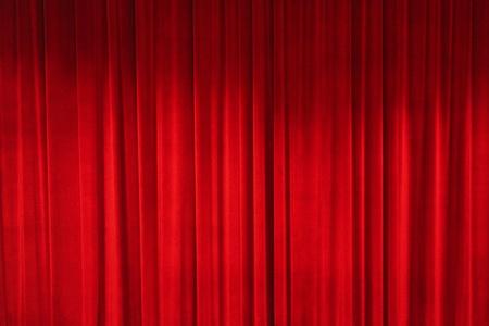 cortinas rojas: cortina cerrada de un teatro Foto de archivo