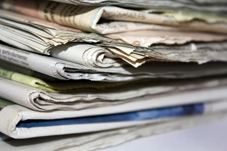 pile of newspapers angled Standard-Bild