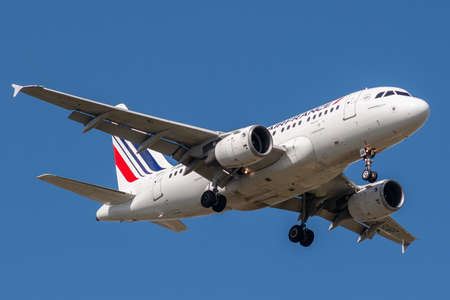 F-GUGF, Airbus A318-111-2109, March 26, 2019 landing on the slopes of Paris Roissy Charles de Gaulle airport at the end of flight Air France AF1229 coming from Bologna Redakční
