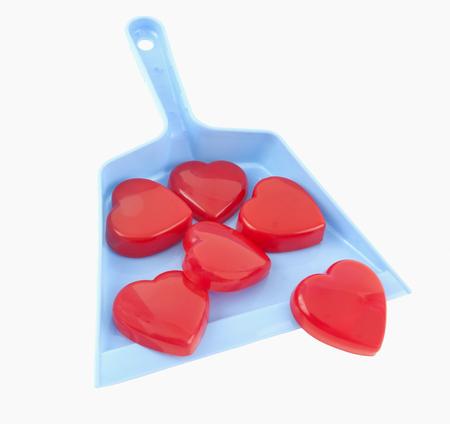 Valentine-harten in een blauw blik. Heartbreaker-concept. Geïsoleerd.