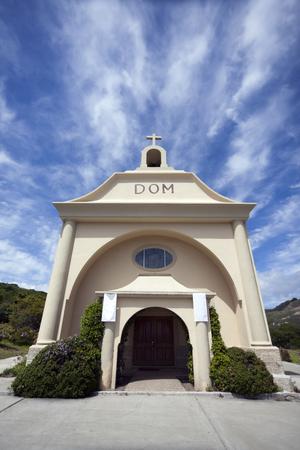 세인트 빈센트 드 폴 교회 - 데이 븐 포트, 캘리포니아. 수직선.