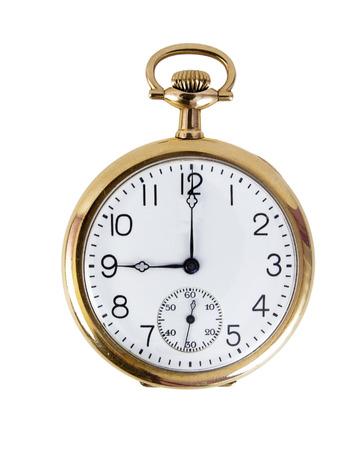 Reloj de bolsillo de oro a las nueve. Aislado.