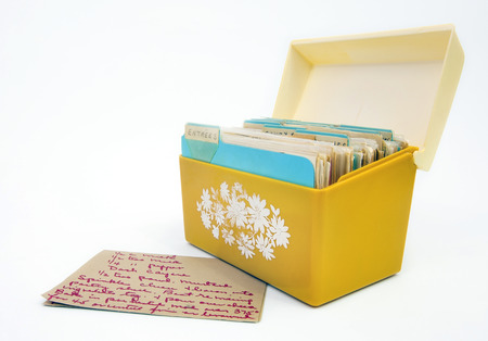 Vintage 1970s yellow recipe box with  card. Isolated. Banco de Imagens