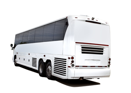 Vue arrière du bus chartertour touristique isolé.