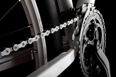 Estudio de disparo de la manivela de bicicleta, cadenas, derallieur y la rueda trasera