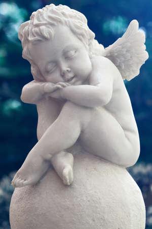 Ein schlafender Engel-Statue Standard-Bild