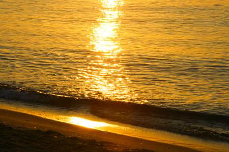 water s edge: Dettaglio di un alba in agosto