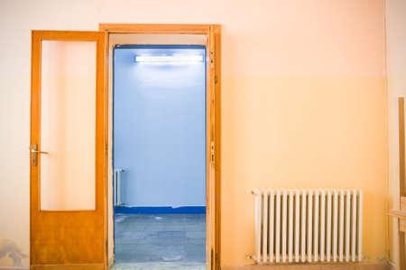 arrepentimiento: El cambio en la puerta. concepto de cambio. Foto de archivo